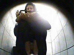 camera cachee dans les toilettes…